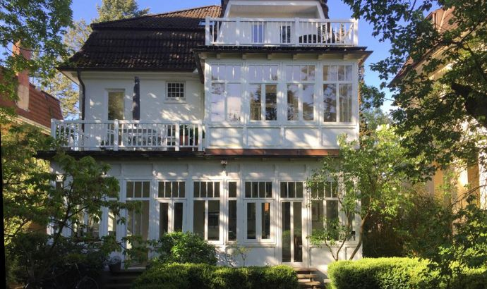 Elegante Altbauwohnung in Blankenese befristet zu vermieten
