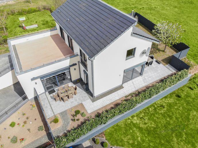 Hochwertiges Einfamilienhaus mit 3 Terrassen und Garten in Tawern