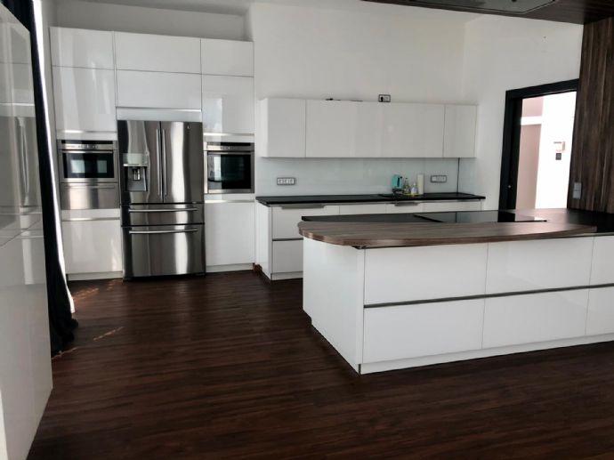 Moderne 5-Zimmer-Loft-Wohnung mit Luxus-Einbauküche Bad
