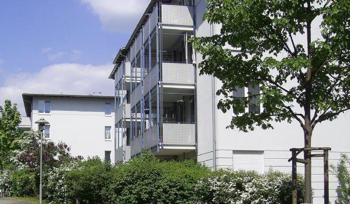 ruhig und hell - 2 Raum Wohnung mit Terrasse