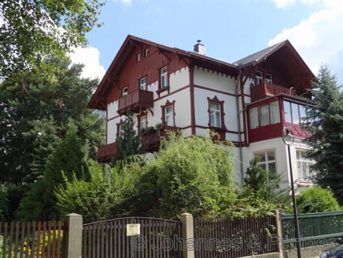3 Zimmer-Wohnung im Dach einer sanierten Villa