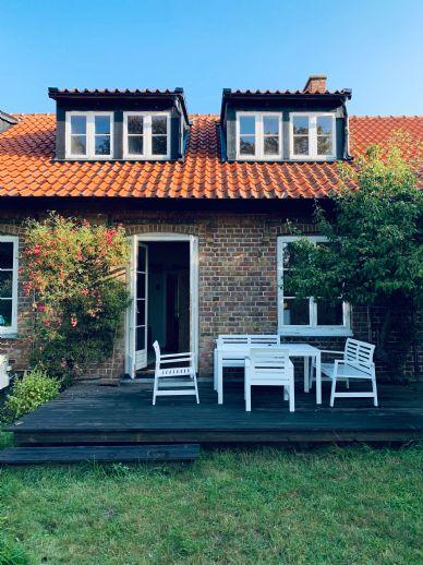 Schicke Doppelhaushälfte mit Garage & Garten