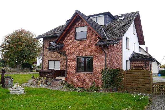 Zweifamilienhaus plus 3.000 qm Bauland in Bestlage von Martinhagen