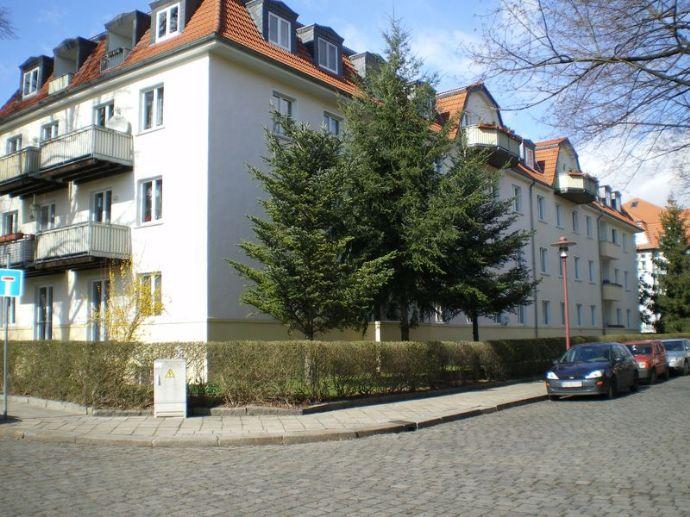 Großzügige helle 1 Zimmer Eigentumswohnung mit Balkon in Dresden Cotta zu verkaufen
