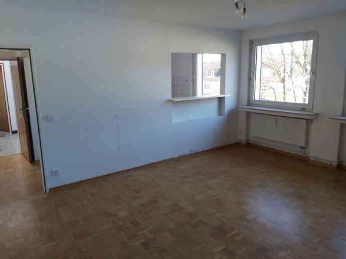 Interessante geräumige, moderne 3 1/2 Raum Wohnung mit Balkon