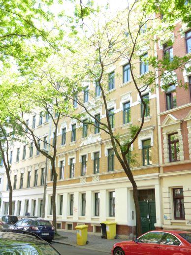 Erstbezug nach Sanierung - 2-Raum-Wohnung mit Holzdielen, Balkon, Tageslichtbad, EBK ab April 2020 zu vermieten