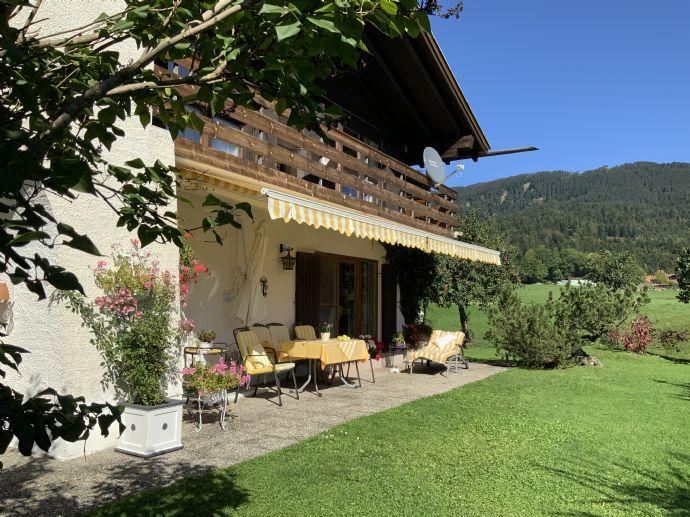 Charmantes Einfamilienhaus im Freizeitparadies Inzell mit eigentlich unbezahlbarem Ausblick.