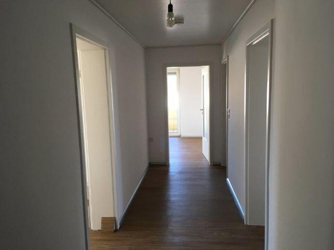 attraktive, helle 3-ZKB Wohnung mit Balkon in Kaiserslautern-West, ab sofort frei!
