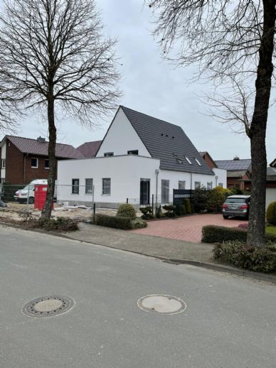 Erstbezug: attraktive 3-Zimmer-Wohnung mit Einbauküche und Dachterrassen in Vechta
