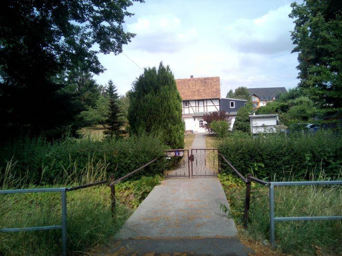 Saniertes Fachwerkhaus mit großem Garten