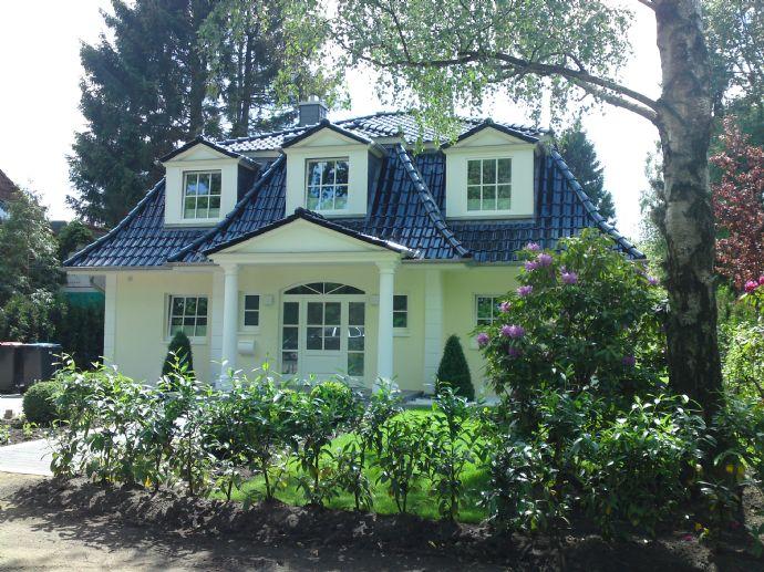 Schöne S&T Mansarddach Villa in Bergstedt!