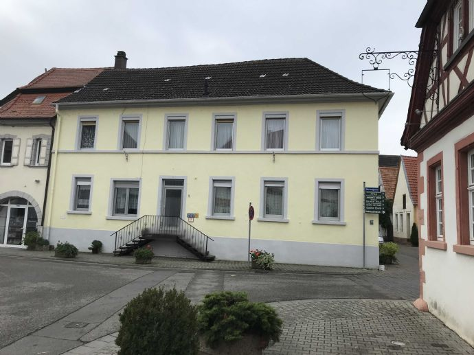 Stattliches Zweifamilienhaus in historischem Ortskern