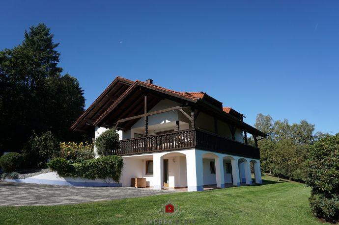 *Schwarzach - Landkreis Straubing-Bogen* Großes Landhaus in herrlicher Aussichtslage