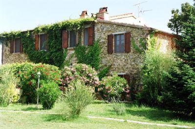 Ferienhaus in den Hügeln der Maremma mit grossem Garten und Schwimmbad