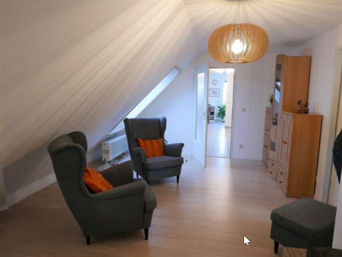 Provisionsfrei! Schöne 2-Zimmer-Dachgeschosswohnung mit 2 Balkonen in Klipphausen