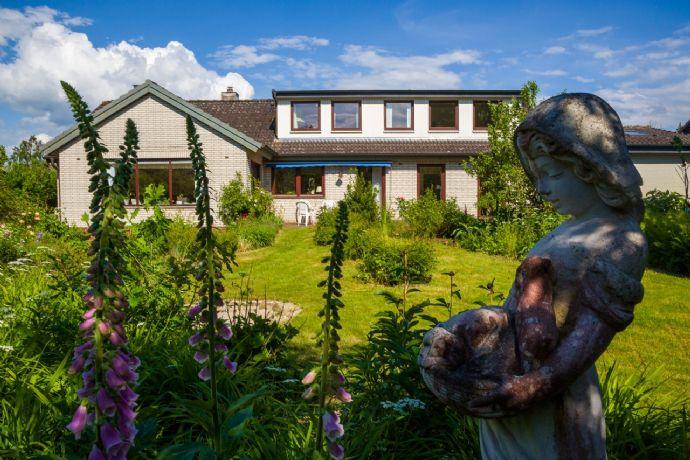 Großzügiges Wohngebäude mit großem Garten in Bad Segeberg von privat zu verkaufen