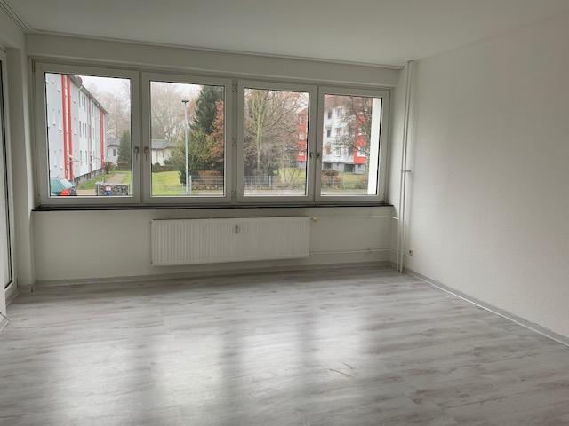 4-Zimmer-Erdgeschosswohnung mit moderner Einbauküche und Balkon