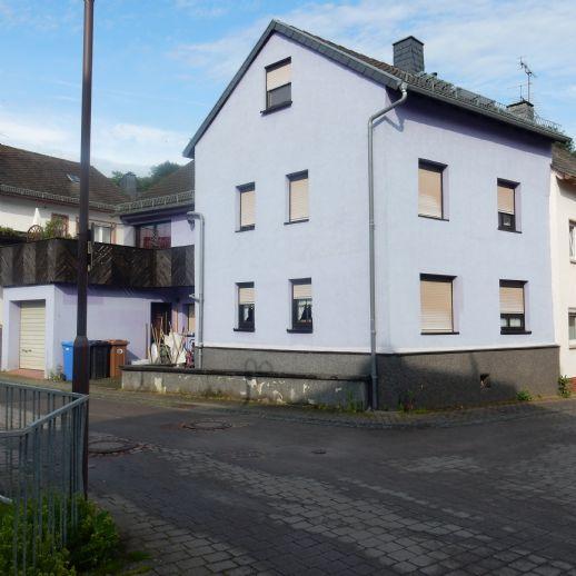 130 qm EFH mit 6 Zi. EBK, Bad Wanne/Dusche, Terrasse, Garage im Zentrum