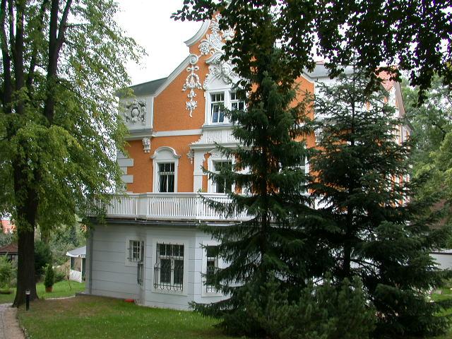Weißer Hirsch - Terrasse - großer Garten - grün und ruhig