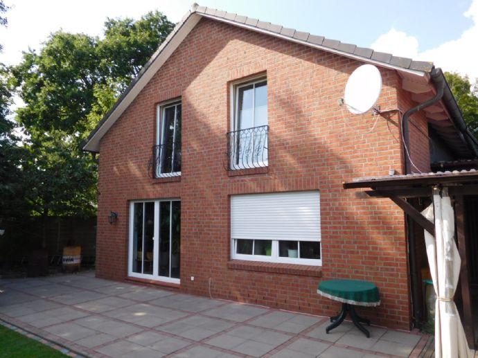 150 m²-Einfamilienhaus mit Werkstattgebäude und Lagerflächen sowie Doppelgarage und Carportstellplätze in Kaltenkirchen