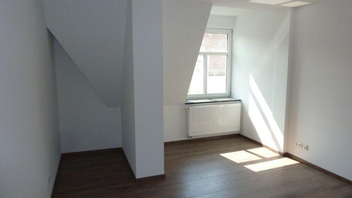 Sanierte 2-Raum-Wohnung in ruhig gelegener Seitenstraße