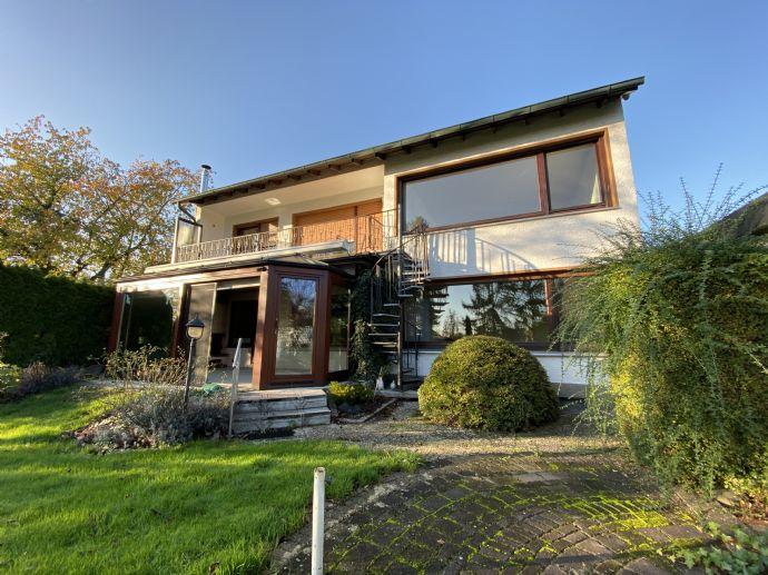 TOP ANGEBOT - Erdgeschosswohnung mit riesigem Garten, Sauna, Wintergarten, Einbauküche, Garage uvm.