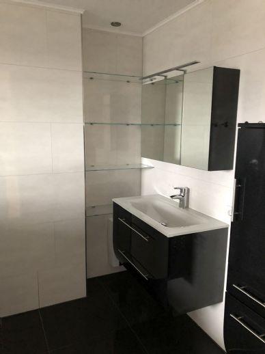 Sauna+Hallenbad - Kernsanierte 3-Zimmer-Wohnung mit Balkon und hochwertiger Einbauküche in ruhiger Lage