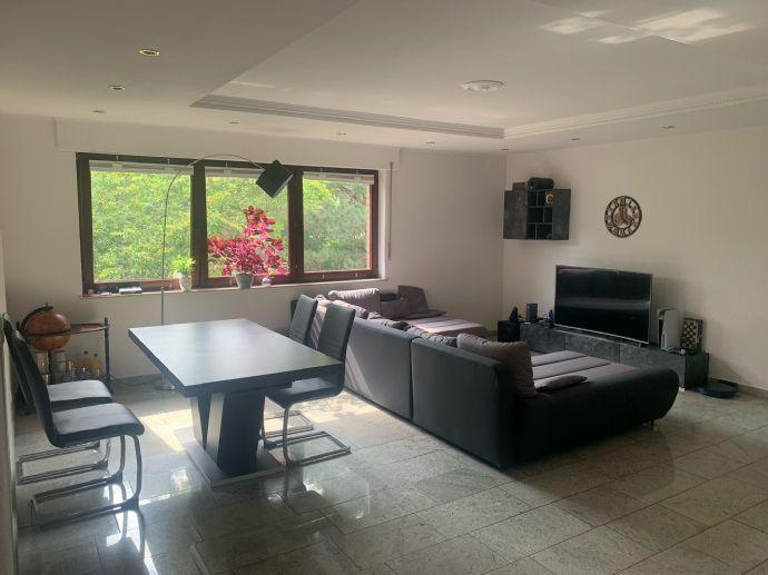 Stilvolle, geräumige und gepflegte 2-Zimmer-Maisonette-Wohnung mit 2 Balkons und EBK in Müngersdor