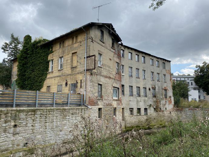 Kernsanierungsbedürftiges Wohn- und Geschäftshaus