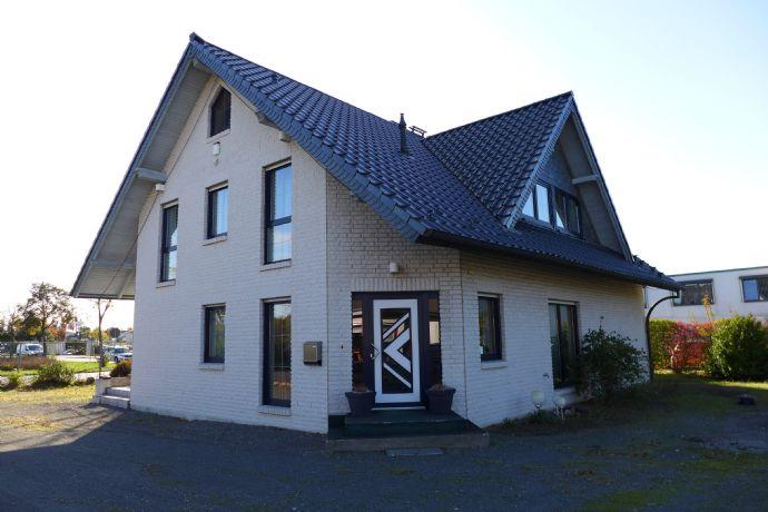 Peine â Nord / Modernes und großes Einfamilien.- und Bürohaus mit gehobener Ausstattung sowie separatem Gewerbegebäude