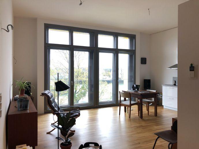 Suche Nachmieter für diese exklusive Loftwohnung mit Einbauküche am Osthafen nahe EZB mit Mainblick und Tiefgaragenplatz