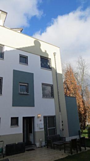 PROVISIONSFREI - Zweifamilienhaus mit wunderschönem Garten in guter Lage von Harleshausen!