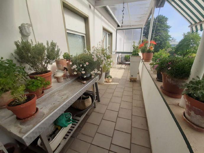 wunderschöne helle 3- Zimmer-Wohnung zzgl. Balkon mit Blick ins Grüne