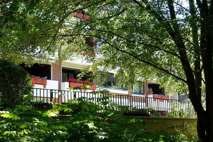 Wohnen an der Leinemasch: Großzügige & helle 4-Zimmer-Eigentumswohnung mit Balkon