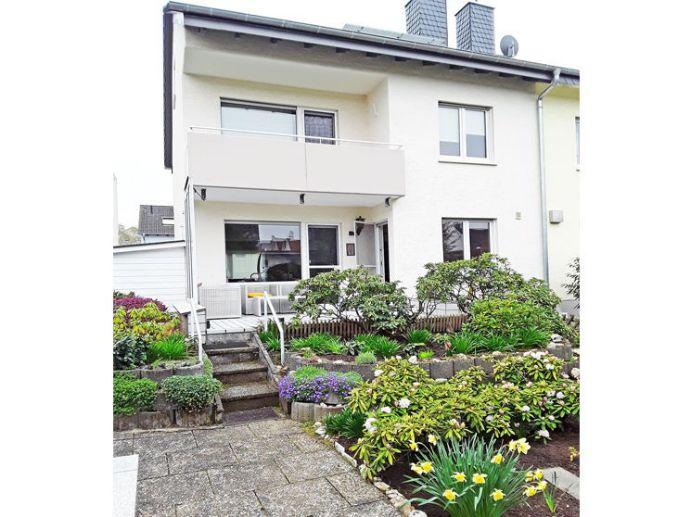 Attraktives und Top gepflegtes Einfamilienhaus (DHH) in Bergen-Enkheim (begehrter Stadtteil von FFM)