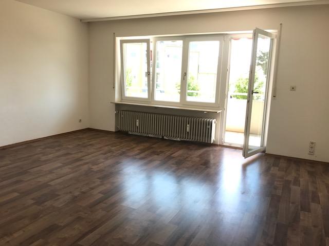NEU::NEU::NEU::Im beliebten Herpersdorf::Gemütliche 3 Zi. Whg. mit Balkon, Bad m.Fe., 1.OG in 6 Fam