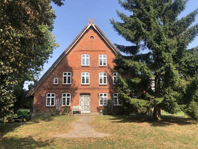*** Denkmalgeschütztes Fachwerk-Hallen-Haus- kombin. Bauernhaus- 2 Einliegerwohnungen und Stallungen ***