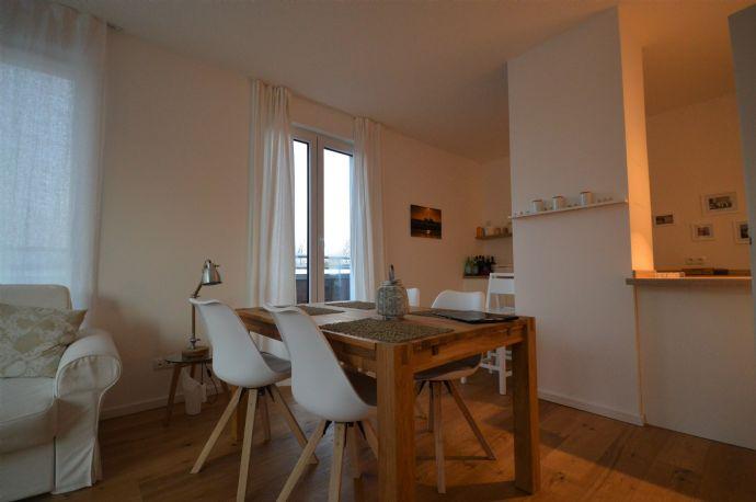 Möblierte 2-Zimmer-Wohnung mit Balkon und Tiefgaragenstellplatz!