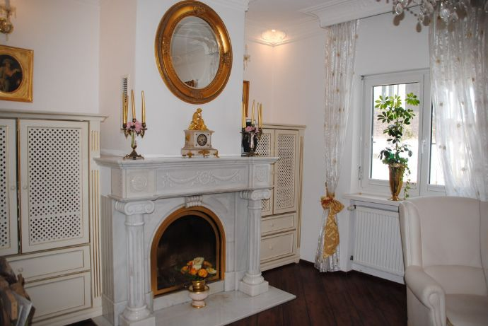 Exklusive Villa mit Hauspool in zentraler Bestlage von Privat an Privat