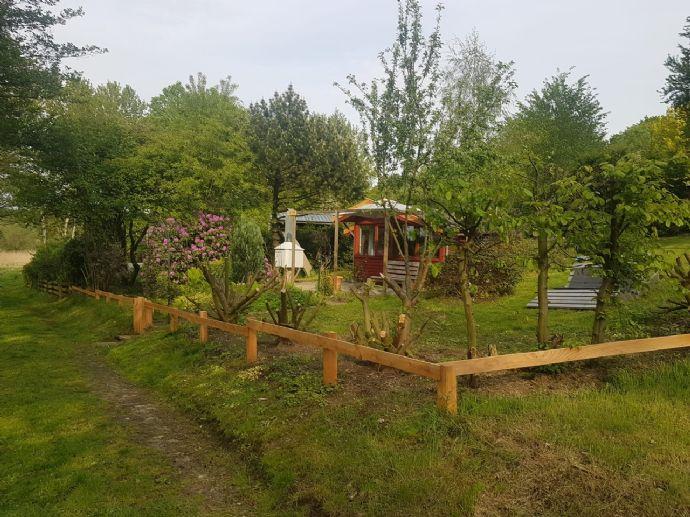 Schönes Holzhäuschen an der Trave, super ruhige Lage, mitten im Grünen!