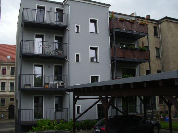 Topsaniertes Mehrfamilienhaus mit Balkonen + Stellplätzen