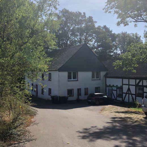 respektables Anwesen mit 3 großen Wohnungen und ca. 2323 m² Grundstück in Menden - Lendringsen