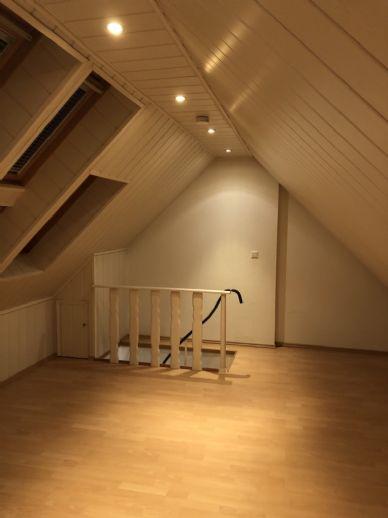 Schöne Dachgeschosswohnung in zentraler Lage