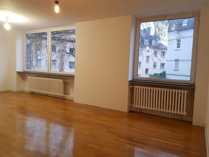 Helle sanierte 3 ZKB Wohnung 106 qm mit Balkon in Trier- Süd im 1. OG.
