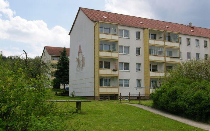 Attraktive 2-Raum-Wohnung mit verglastem Balkon im Grünen von Kahla
