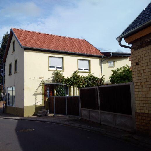 RSI Invest bietet an: 2 Familienhaus mit Ausbaupotential