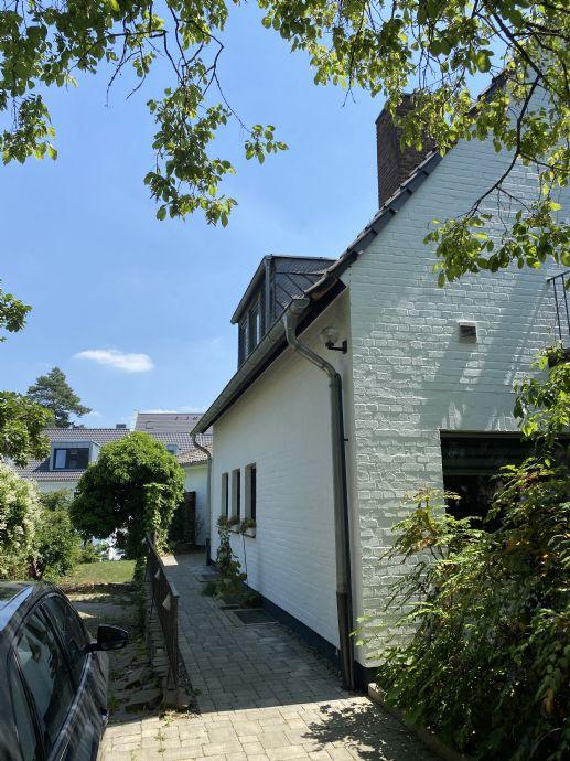 Zwei verbundene Architektenhäuser zum Wohnen und Arbeiten in Raderthal/ Marienburg