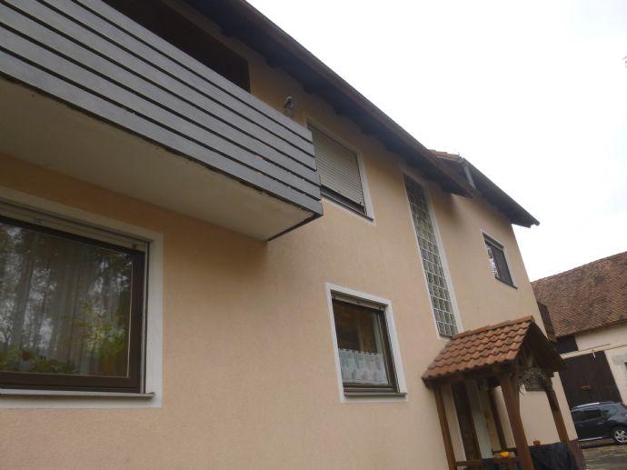 Wohnen und Arbeiten im großen 2-Familienhaus mit 2 Einliegerwohnungen und Nebengebäuden in Kammerstein OT.