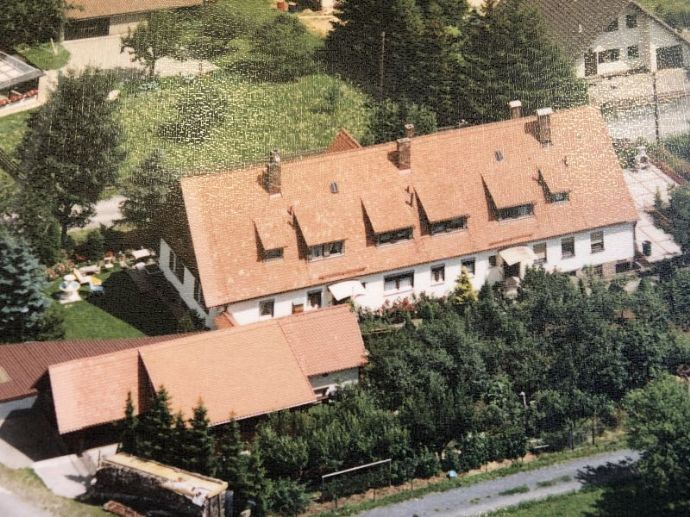 Preiswertes Mehrfamilienhaus mit herrlichem Rhönrundblick