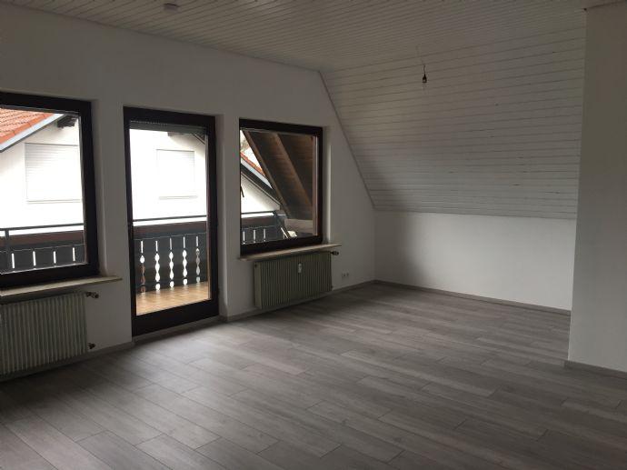 Ruhig gelegene 3-Zimmer-Dachgeschosswohnung mit Balkon